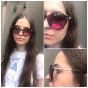 🆕Betsey Johnson Tortoiseshell Crystal Sunglasses